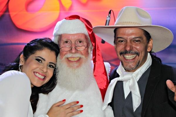 Shana, Neto e Papai Noel (Foto: Verônica De Giacomo/RBS TV)
