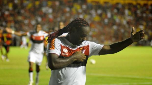 Sport x Flamengo - Vagner Love (Foto: Aldo Carneiro/Pernambuco Press)