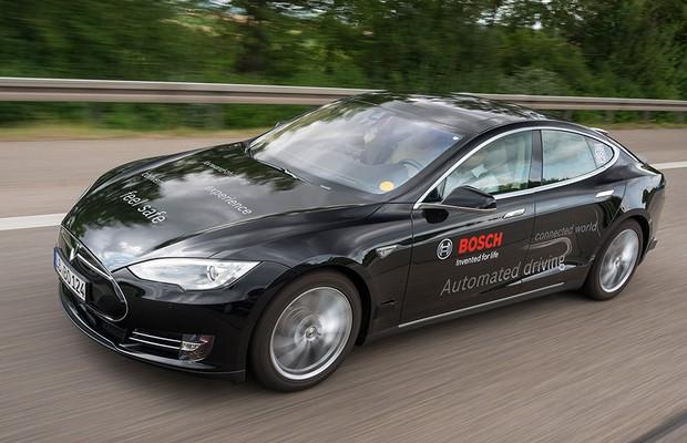 Tesla S autônomo desenvolvido com a Bosch (Foto: Bosch)