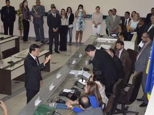 Momento do juramento no plenário da Assembleia Legislativa do Amapá (Foto: Abinoan Santiago/G1)