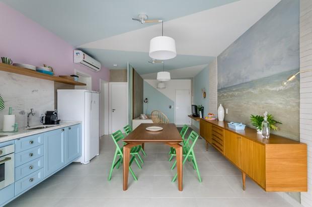 Apartamento de 80m² celebra a calmaria e o aconchego da praia (Foto: Ronaldo Rizzutti - Commercial Ph)