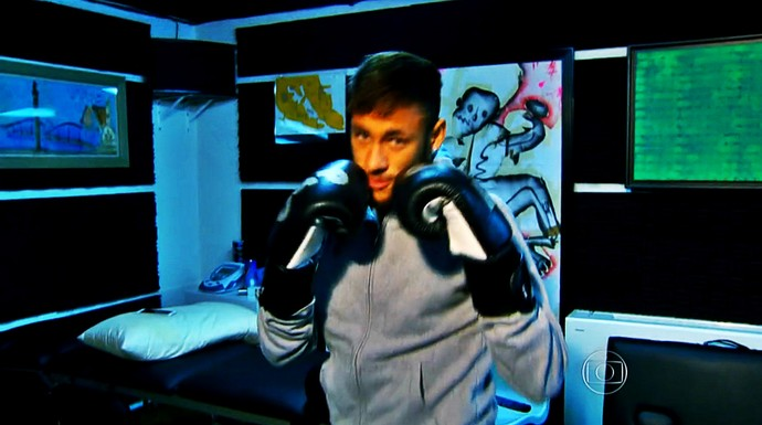 Neymar finge lutar boxe (Foto: Reprodução TV Globo)