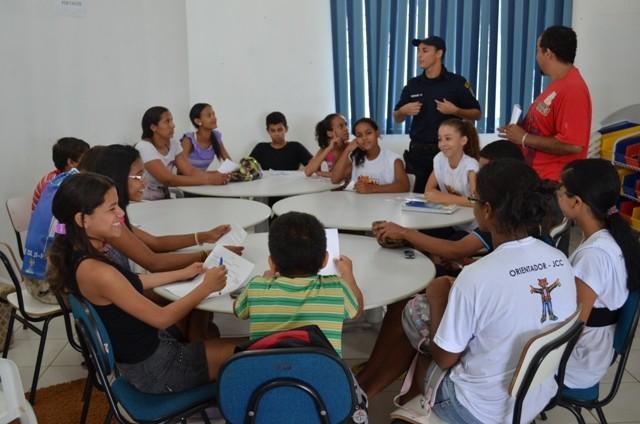 Alunos durante a reunião (Foto: Gustavo Rebouças/G1)
