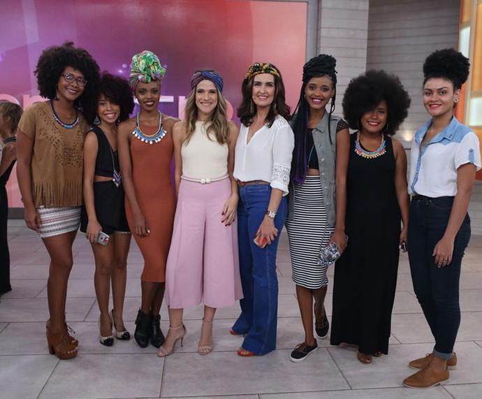 Meninas do Afroculture com a Fátima e a atriz Ingrid Guimarães  (Foto: Fabiano Battaglin/Gshow)