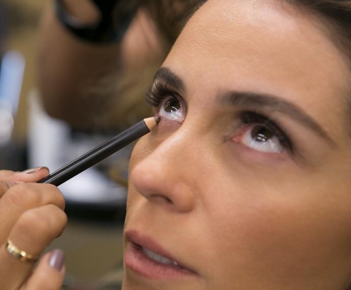 Lápis ajuda a realçar o olhar de Atena (Foto: Inácio Moraes/ Gshow)