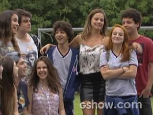 Galera fica animada com a proposta (Foto: Malhação / TV Globo)
