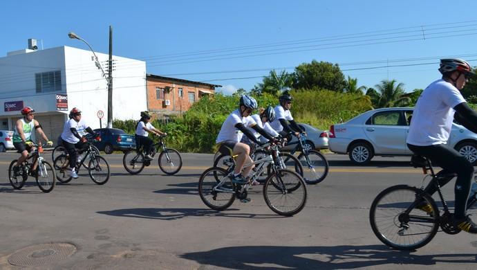 Passeio ciclístico comemora o aniversário de 10 anos da PM, no AP (Foto: Rafael Moreira/GE-AP)