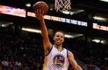 Curry cola no triplo-duplo, e Warriors nocauteiam Phoenix Suns no Arizona (Getty)