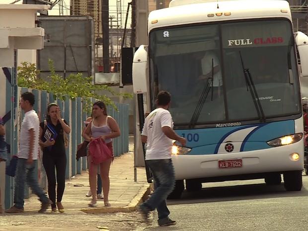 Transporte gratuito levava estudantes de Lagoa Grande a Petrolina (Foto: Reprodução/ TV Grande Rio)