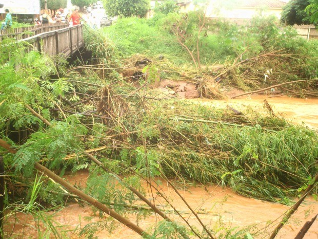 Enchente desta quinta-feira (31) em Cassilândia MS (Foto: Hermezes Côrtes/ Cassilândia News)
