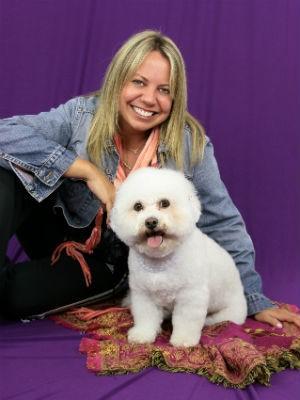 Deborah Zeigelboim, diretora da agência, com sua cachorrinha Mel (Foto: Divulgação)