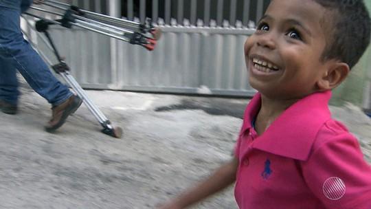 Família de menino com insuficiência renal muda de cidade para tratamento e busca doador na BA