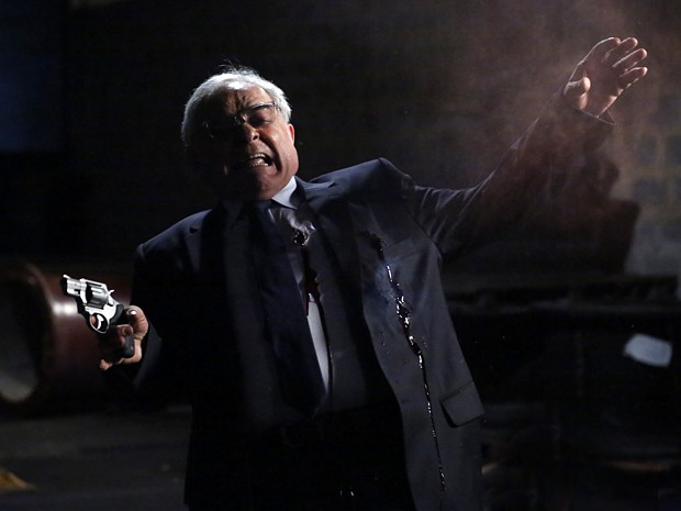 Silviano leva tiro à queima roupa! (Foto: Ellen Soares/Gshow)