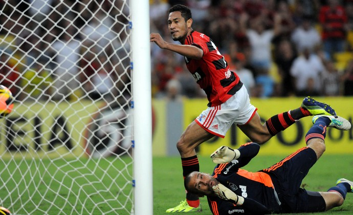 Hernane gol Flamengo x Fluminense (Foto: André Durão / Globoesporte.com)