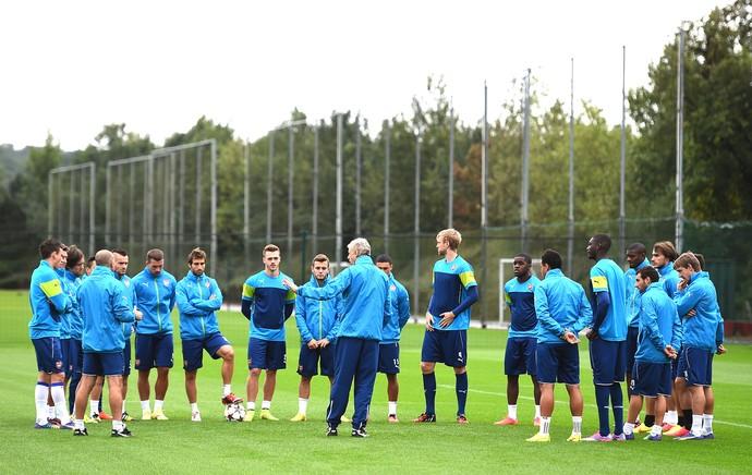 Wenger conversa com jogadores do Arsenal (Foto: Getty Images)