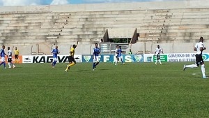 Lance entre Misto e Costa Rica-MS no Madrugadão pelo Campeonato Sul-Mato-Grossense (Foto: Alexandre Cabral/TV Morena)