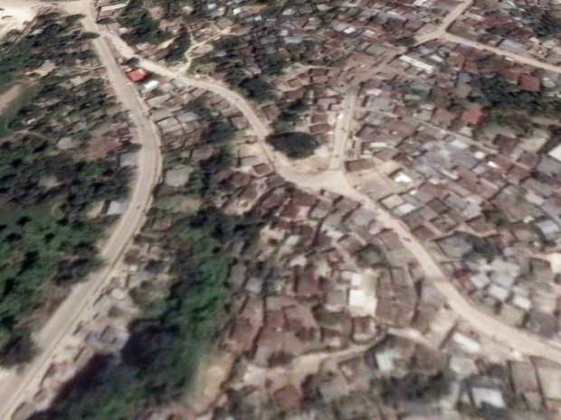 Imagem do Google Earth mostra os telhados das casas em área de Jeremie, no Haiti, antes do furacão Matthew (Foto: Reprodução/Google Earth)