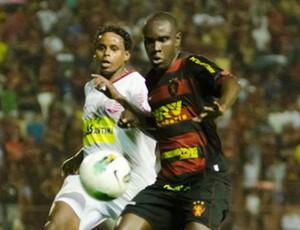 Hugo, meio-campo do Sport (Foto: Aldo Carneiro/Pernambuco Press)