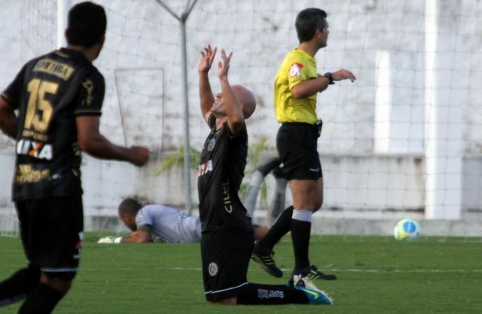 ASA comemora gol de empate no Almeidão (Foto: Francisco França/Jornal da Paraíba)