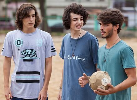 Alunos do Dom e do Leal marcam uma partida de futebol