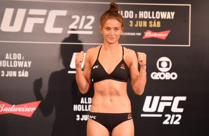 Karolina Kowalkiewicz tomada de peso UFC 212 (Foto: André Durão)