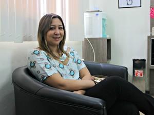 Empresária Ângela Hiromi Bastos busca com métodos de reprodução realizar o sonho de ser mãe (Foto: Adneison Severiano/G1 AM)