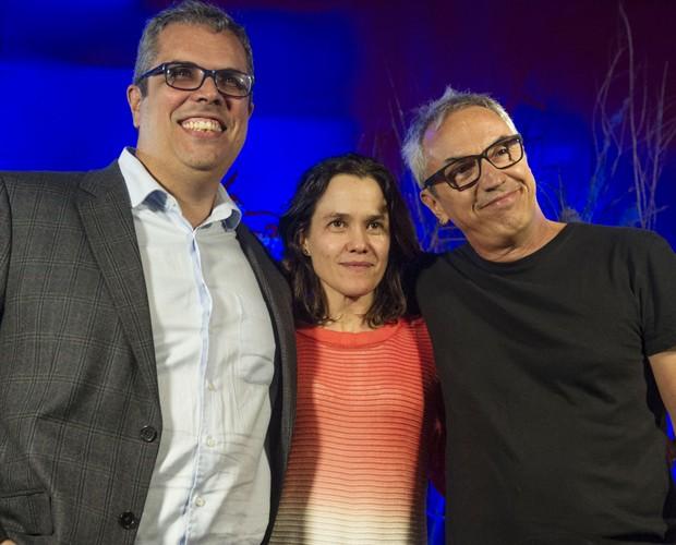 Os diretores Newton Moreno e Flavia Lacerda, e o autor Cláudio Paiva (Foto: Renato Rocha Miranda / TV Globo)