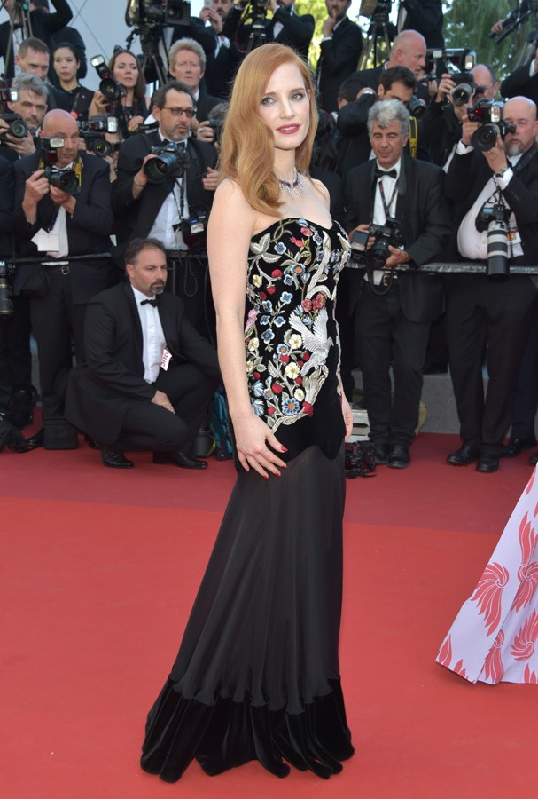 "CANNES, FRANCE - MAY 17:  Jury member Jessica Chastain attends the ""Ismael's Ghosts (Les Fantomes d'Ismael)"" screening and Opening Gala during the 70th annual Cannes Film Festival at Palais des Festivals on May 17, 2017 in Cannes, France.  (Photo by Pasca (Foto: Getty Images)"