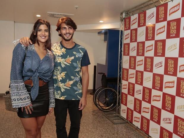 Giulia Costa e Brenno Leone em show na Zona Oeste do Rio (Foto: Felipe Panfili/ Divulgação)
