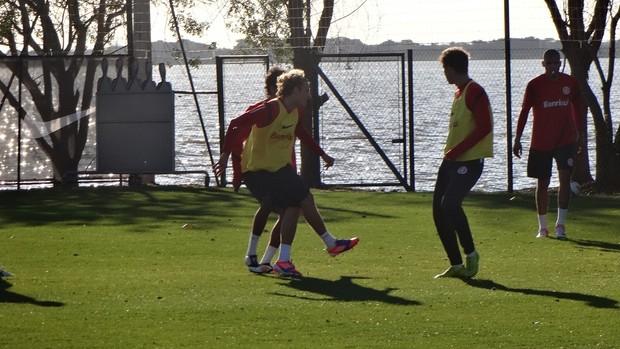 Forlán treino Inter (Foto: Tomás Hammes / GLOBOESPORTE.COM)