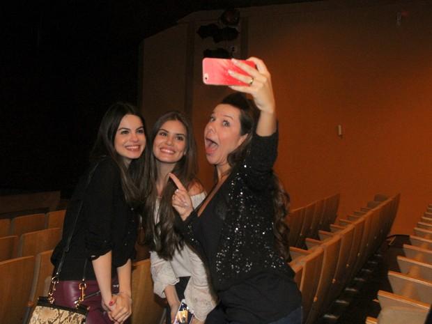 Sthefany Brito, Camila Queiroz e Fernanda Souza em teatro no Rio (Foto: Daniel Pinheiro/ Ag. News)