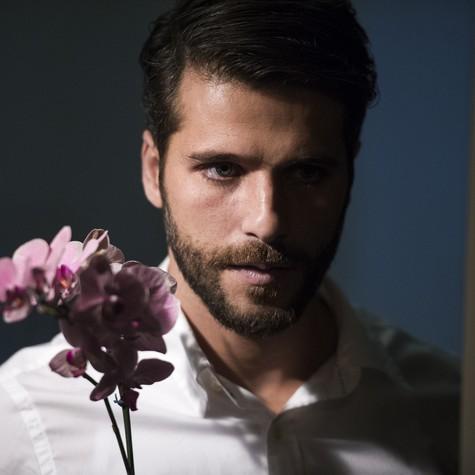 Bruno Gagliasso grava como Edu (Foto: Estevam Avellar/TV Globo)