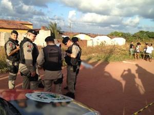 Jovem de 19 anos foi assassinado em Mangabeira, em João Pessoa, na tarde de quinta (13) (Foto: Walter Paparazzo/G1)