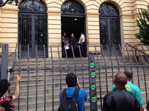 Presidente da Apeoesp, Maria Izabel Noronha, deixa Secretaria de Estado de Educação e fala sobre reunião sem acordo (Foto: Roney Domingos/G1)
