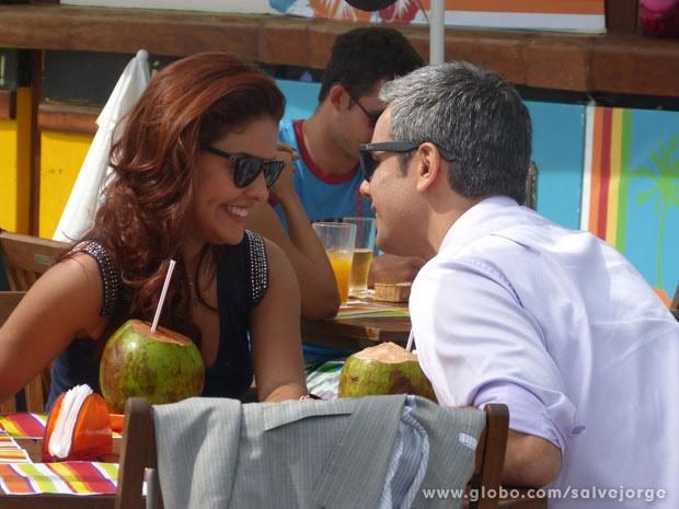 Paloma Bernardi e Otaviano Costa antes do beijo (Foto: Salve Jorge/Tv Globo)