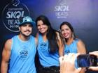 Caio Castro atende fãs e curte o carnaval em camarote em Salvador