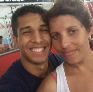 Vinícius Salvador e sua mãe Juliana MMA (Foto: Reprodução / Facebook)
