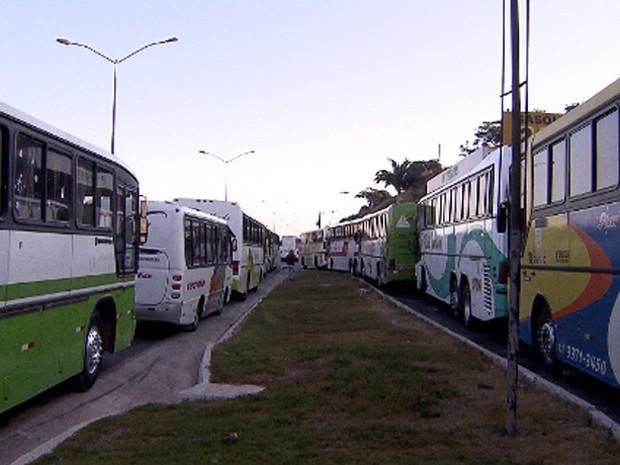 Motoristas de ônibus fazem manifestação em frente à Cidade Administrativa (Foto: Reprodução/TV Globo)