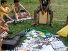 Amantes de literatura fazem feira de troca de livros em Belém
