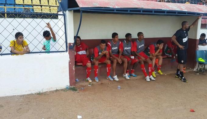 Jogadores do Boa Esporte quase não acreditavam no resultado dentro de campo (Foto: Tiago Campos)