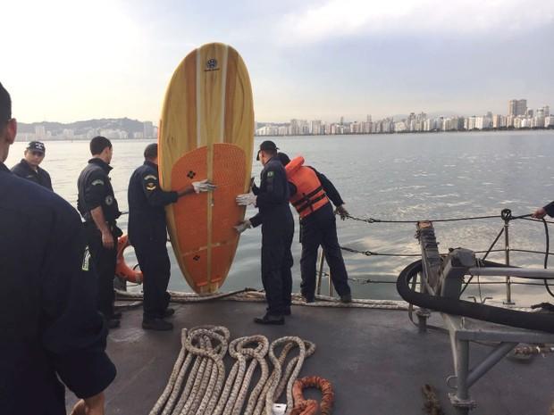 Praticante de stand up paddle não conseguiu enfrentar a correnteza no canal do Porto de Santos, SP (Foto: Divulgação/Marinha do Brasil)