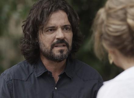 Bernardo fica chocado com postura de Emília: 'Irritante'