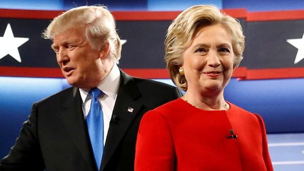Os candidatos republicano Donald Trump e democrata Hillary Clinton posam antes do debate presidencial em NY (Foto: Jonathan Ernst/Reuters)
