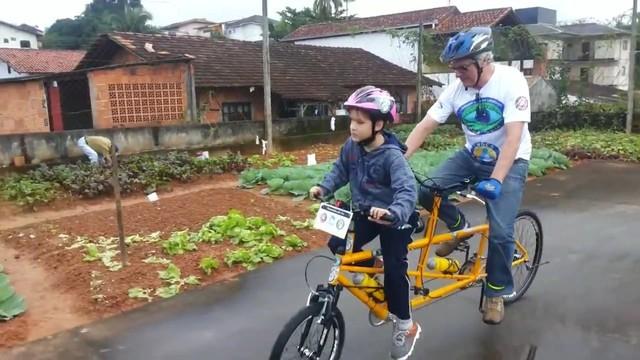 Dudu pedalou pela primeira vez (Foto: RBS TV/Divulgação)