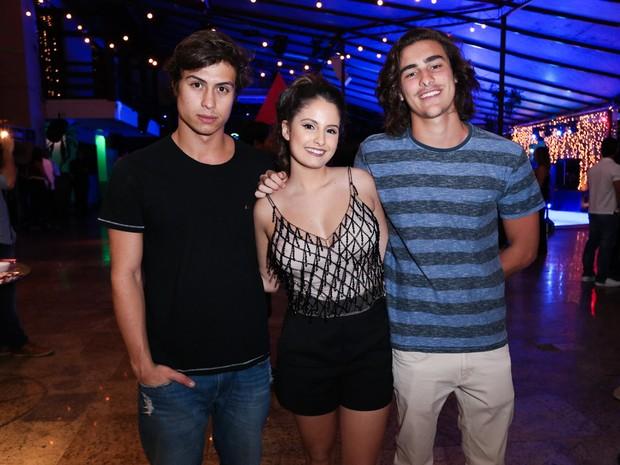 Francisco Vitti, Amanda de Godoi e Bruno Montaleone em festa na Zona Norte do Rio (Foto: Manuela Scarpa/ Brazil News)