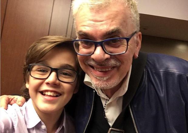 Walcyr Carrasco com Xande Valois, o Claudinho de Êta Mundo Bom (Foto: Reprodução/Instagram)