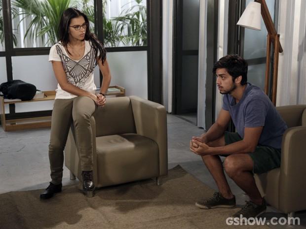 Marlon revela verdade sobre pingente (Foto: Fábio Rocha/TV Globo)