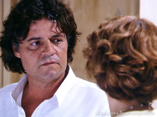 Perácio esculacha Brenda e manda ela sair de sua frente (Foto: Sangue Bom/TV Globo)