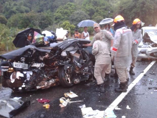 Acidente deixa dois mortos na BR-101, em Silva Jardim (Foto: Lucas Madureira)
