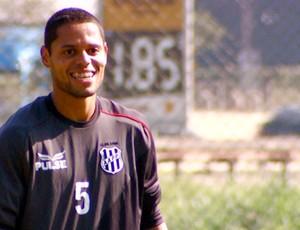 João Paulo, lateral esquerdo da Ponte Preta (Foto: Reprodução / EPTV)